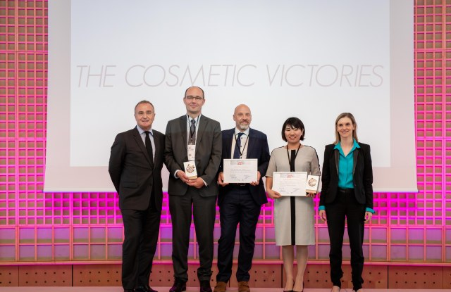 Marc-Antoine Jamet, two Chemcom project members, Kie Nakashima and Agnès Pannier-Runacher at the 2019 Cosmetic Victories awards