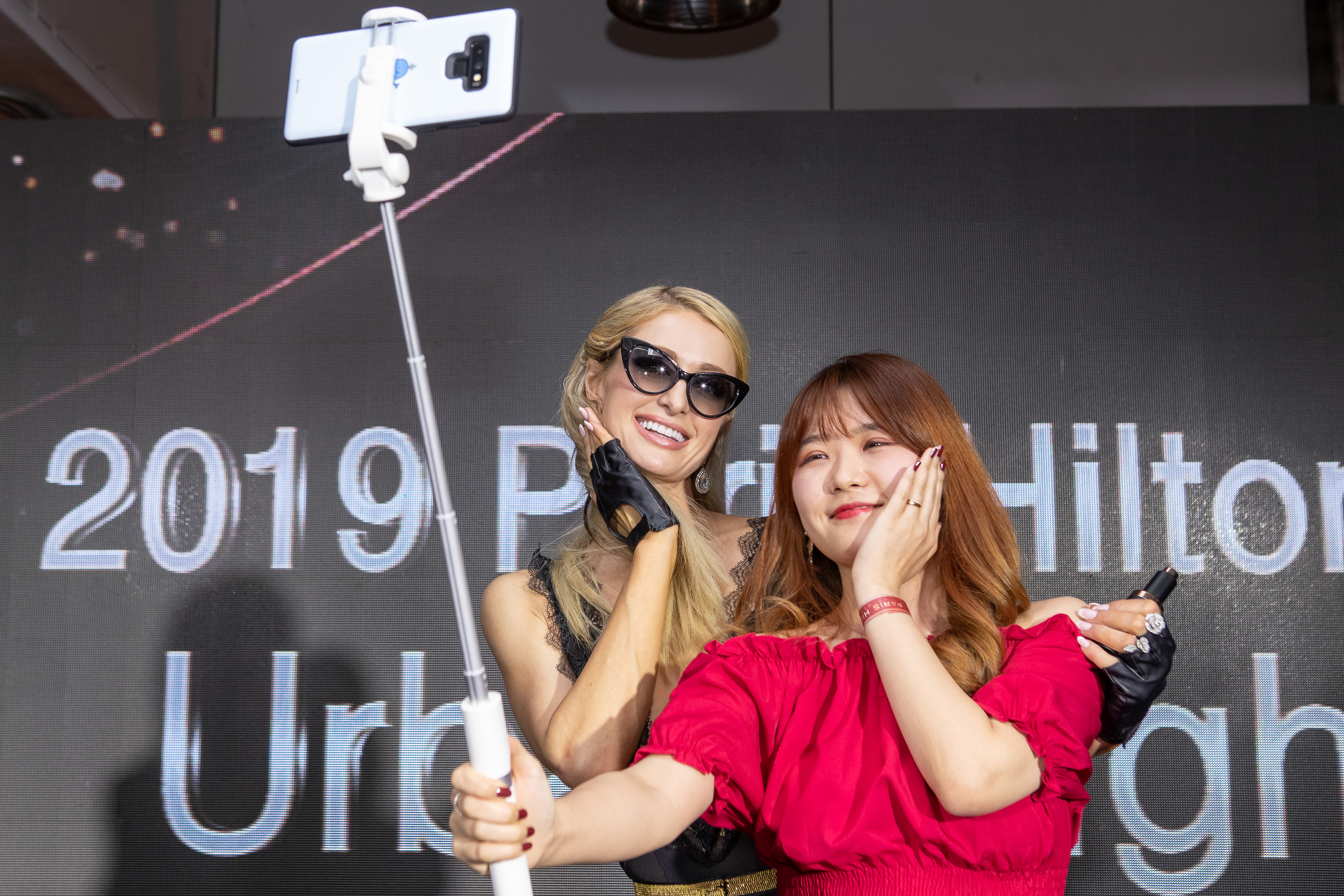 Hilton poses with a Korean fan at her Seoul launch.