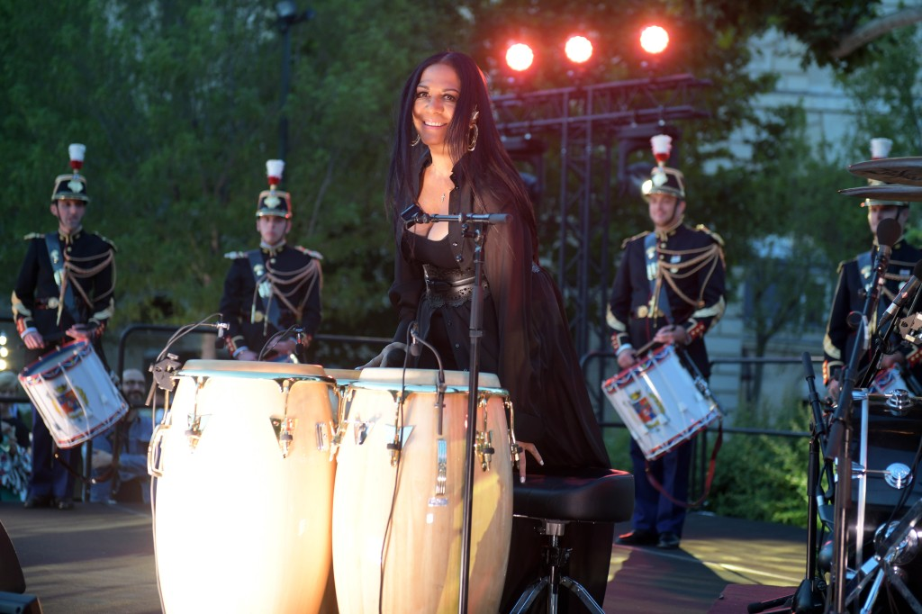 Sheila E. and the Garde Républicaine drummers.