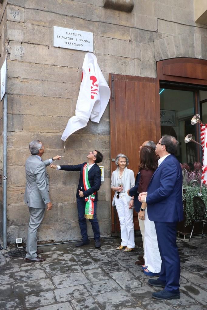 Ferruccio Ferragamo and Dario Nardella unveiling a plaque naming a square after Salvatore and Wanda Ferragamo.