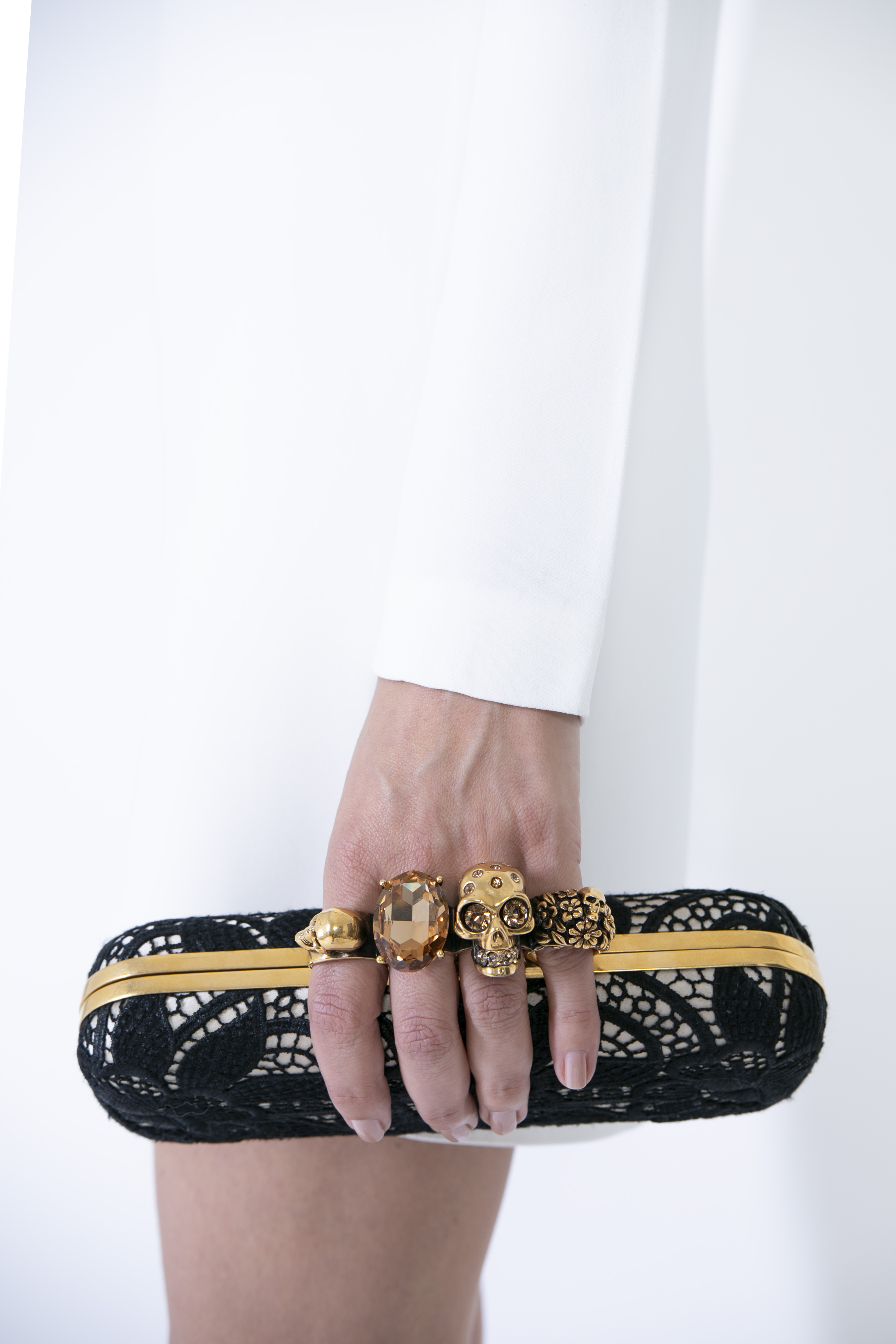 Gisele Bündchen has offered the Alexander McQueen clutch that she carried to the 2011 Met gala.