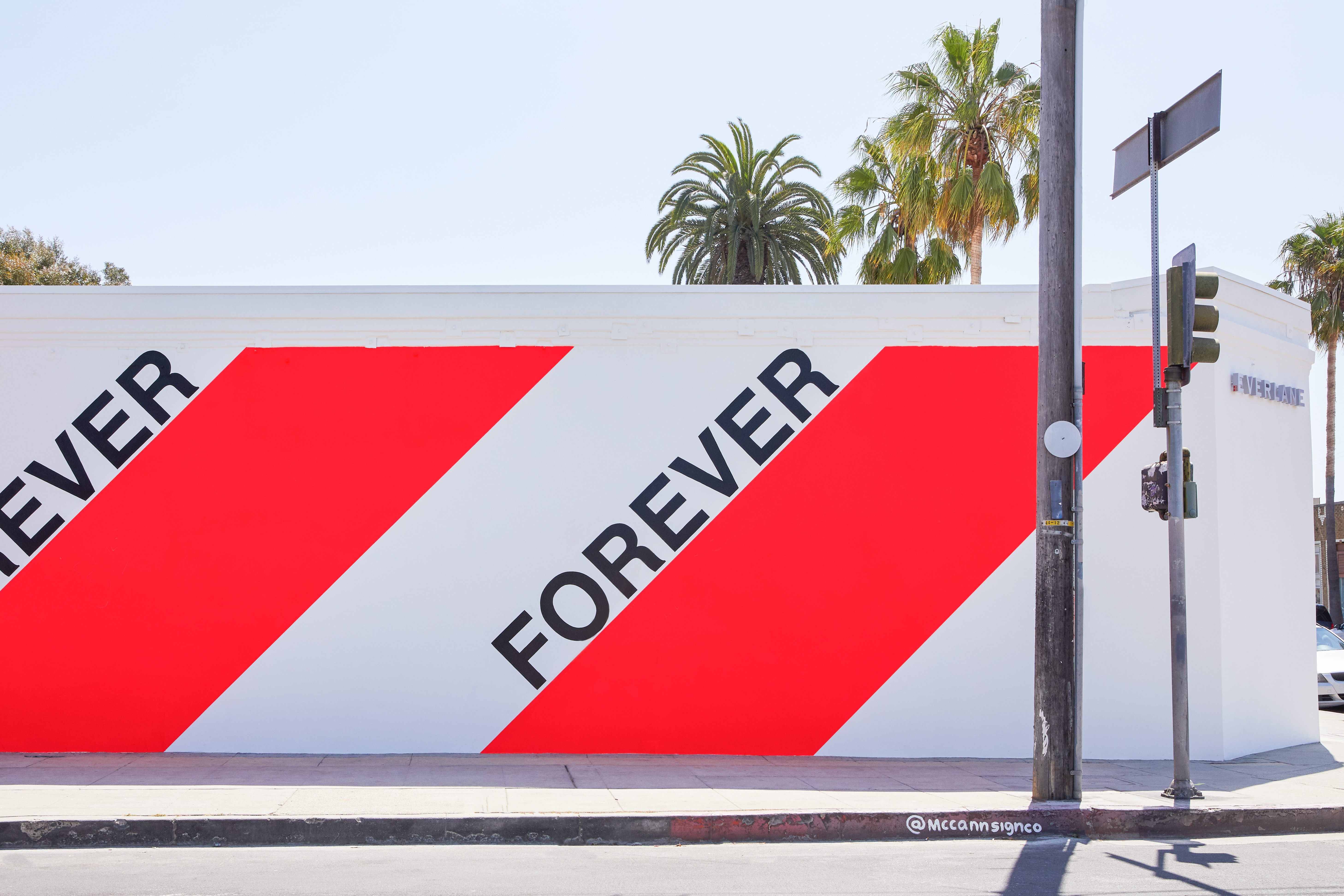 Everlane's now closed store in Venice Beach, Los Angeles.