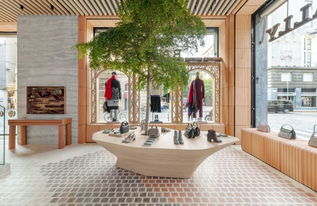 Milan Store Montenapoleone (1).jpg