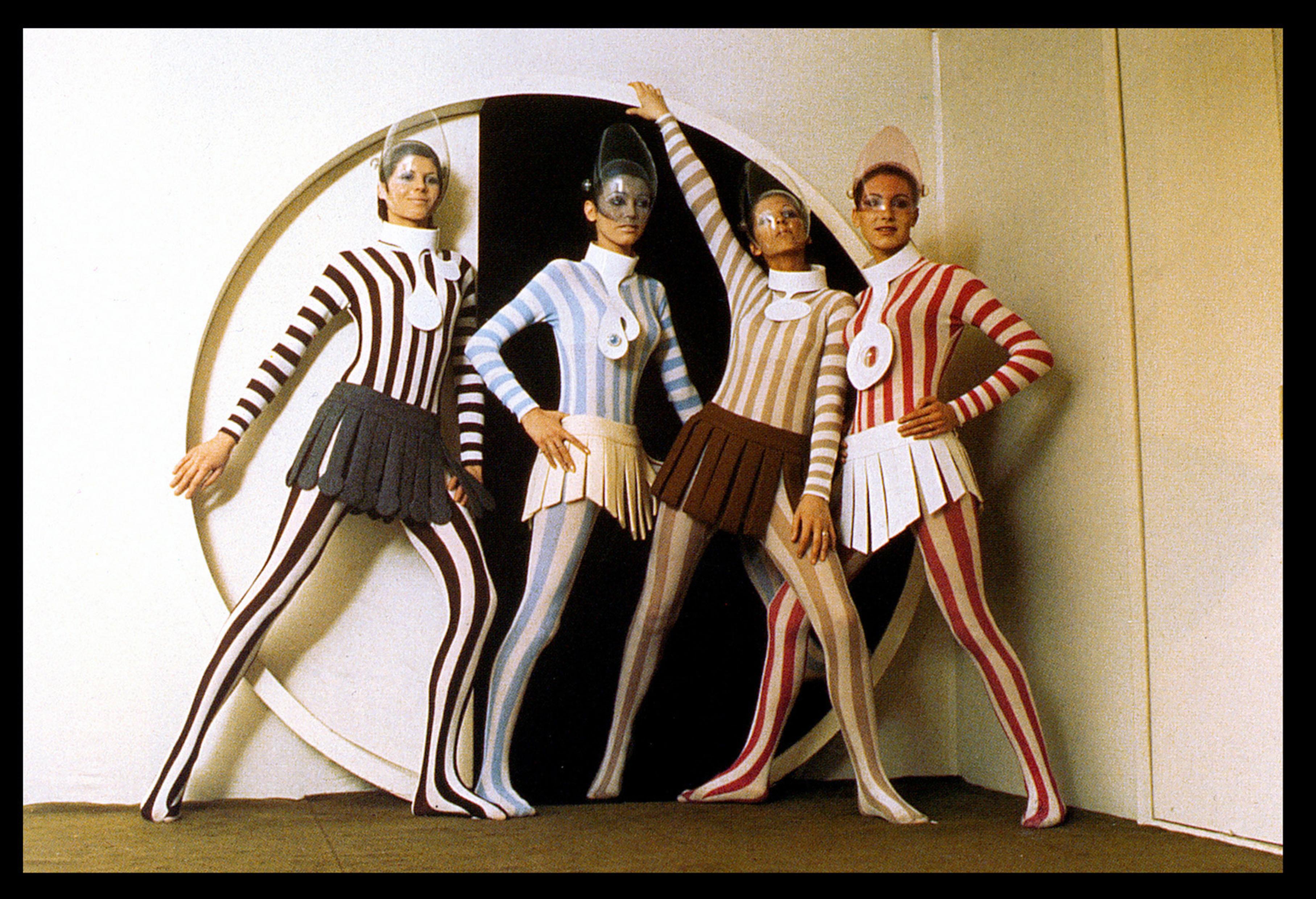 Pierre CardinGestreifte Bodysuits und Röcke aus einzelnen Stoffstreifen, 1968,Jersey und Wolle,