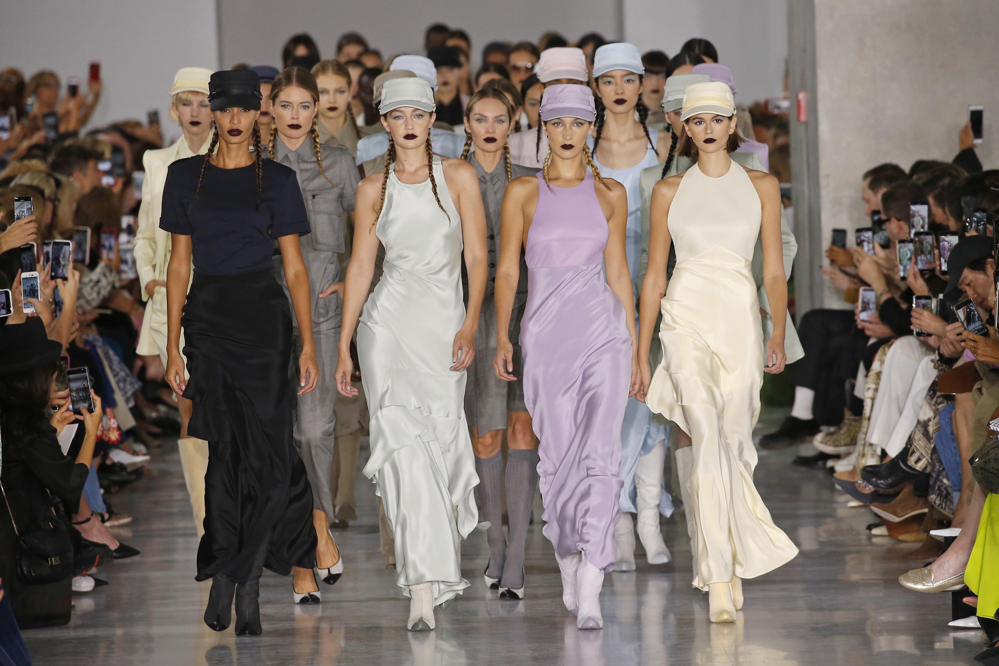 Joan Smalls, Doutzen Kroes, Gigi Hadid, Candice Swanepoel, Bella Hadid and Kaia Gerber on the catwalk