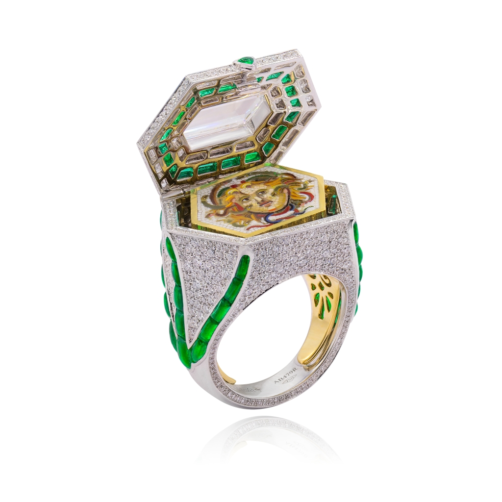 The Medusa ring from Alessio Boschi.