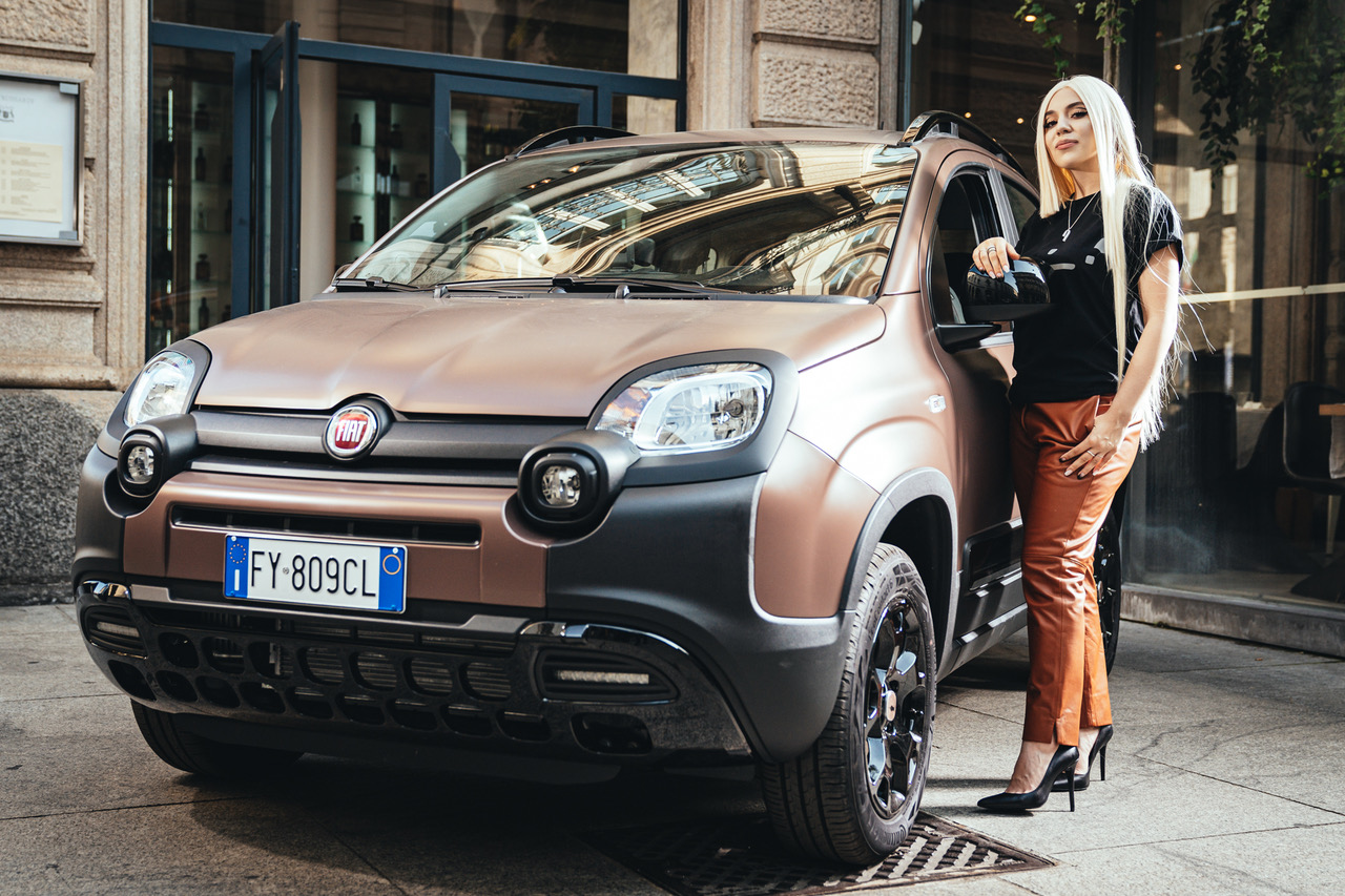Ava Max with the Panda Trussardi car.
