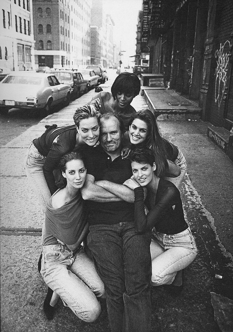 Peter Lindbergh on set with Christy Turlington, Tatjana Patitz, Naomi Campbell, Cindy Crawford & Linda Evangelista, New York, 1990