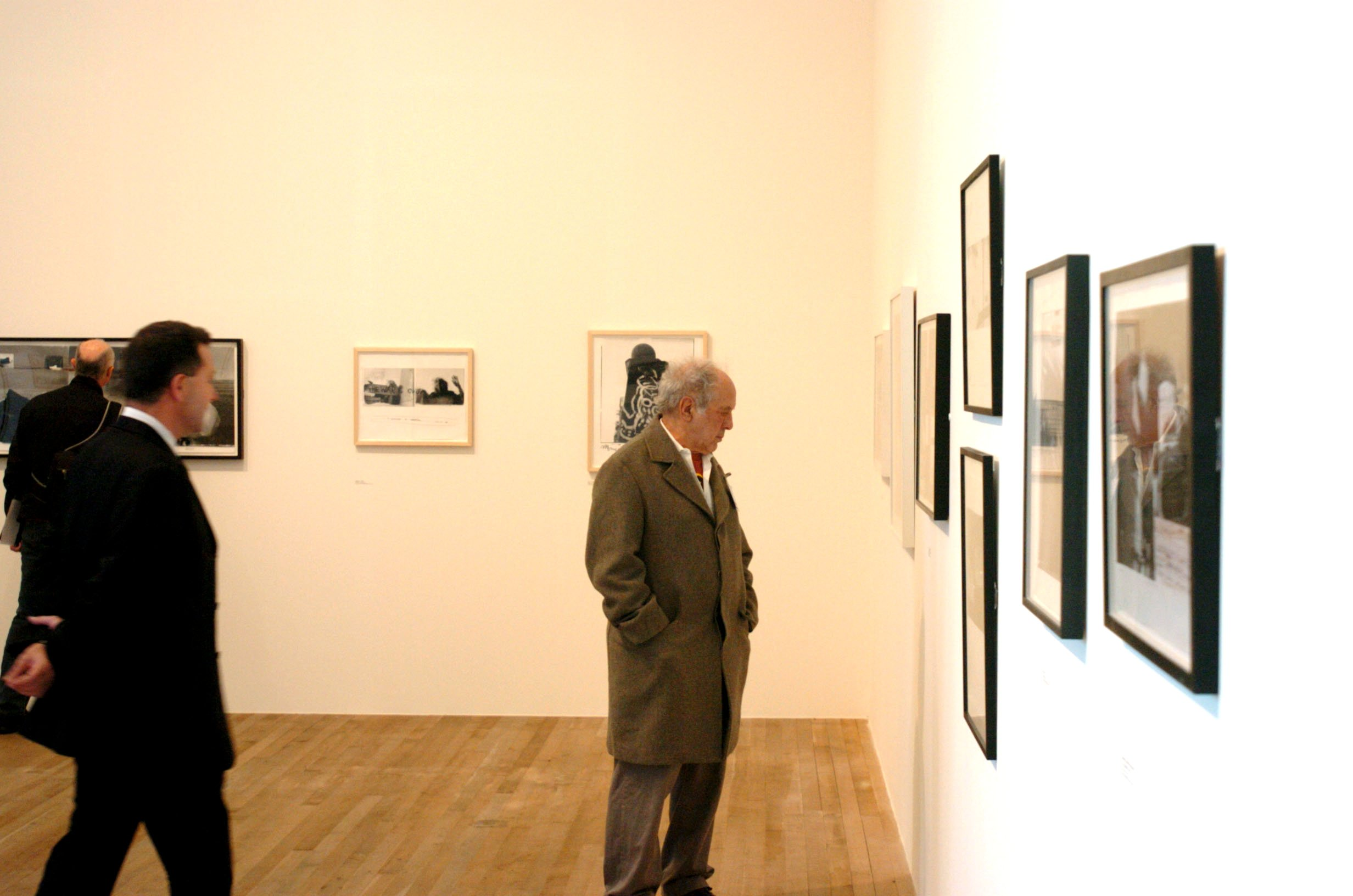Vincente Todoli, curator of the exhibition and director of Tate Modern, with Robert FrankROBERT FRANK AT THE FIRST MAJOR BRITISH RETROSPECTIVE OF HIS WORK ENTITLED 'STORYLINES', TATE MODERN, LONDON, BRITAIN - 26 OCT 2004