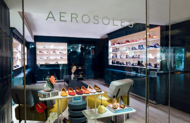 Aerosoles' new fit shop at Grand Central Terminal.