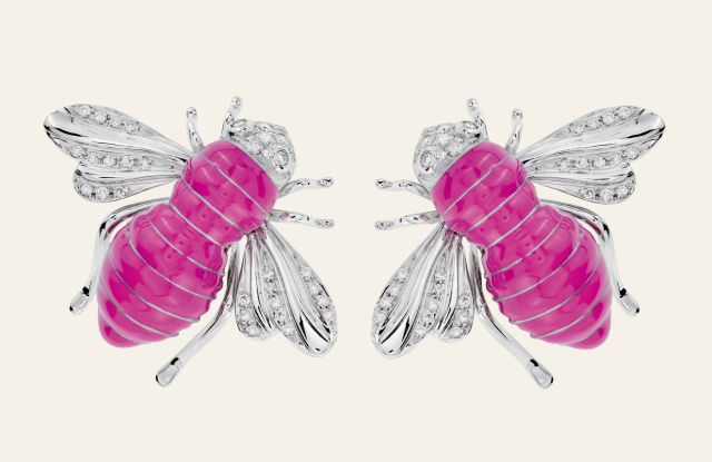 Earrings of the Sabbadini capsule collection in support of the BCRF.