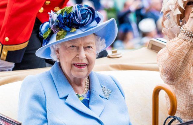 5 facts about Queen Elizabeth from her dressmaker's memoir