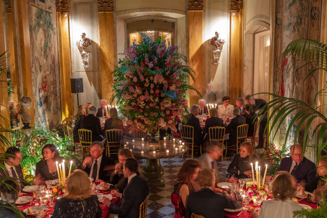 Jacqueline de Ribes opened her Paris home to celebrate Ralph Lauren with a private dinner.