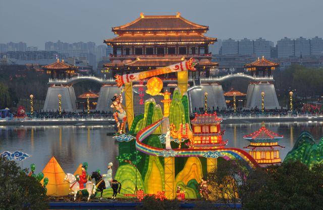 Lighting show of Datang Furong Garden in Xi'an