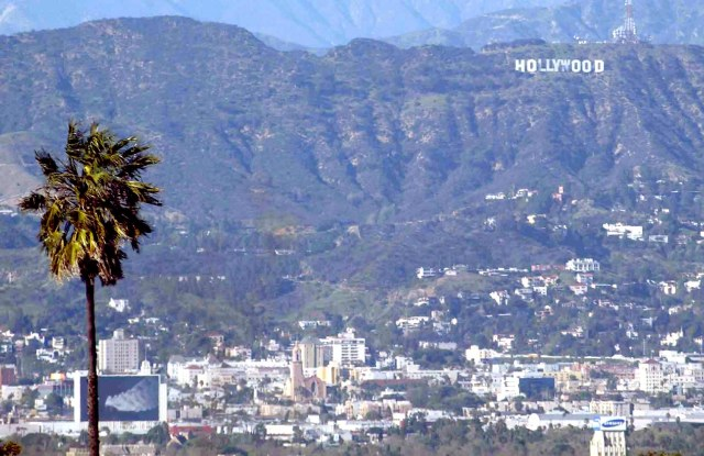 VIEW OF LOS ANGELES WITH THE HOLLYWOOD SIGN IN BACKGROUNDLOS ANGELES, AMERICA - FEB 2003