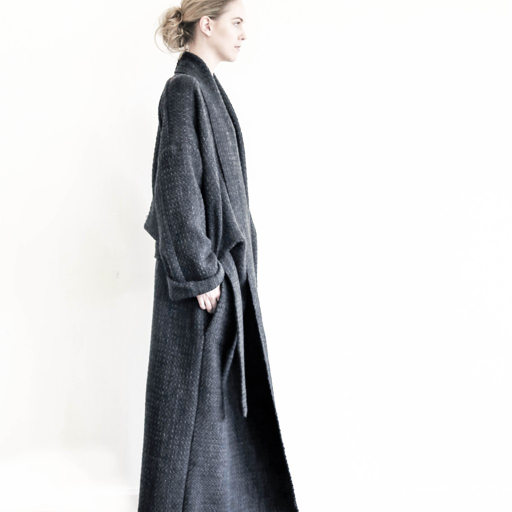 A belted coat from Zerobarracento.