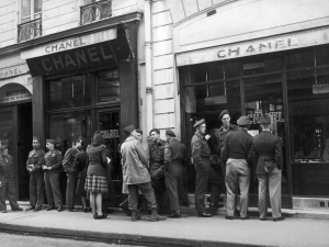 FRANCE - CIRCA 1945: Some American Soldiers In The Capital City Waiting Chanel Shops To Open, In 1945