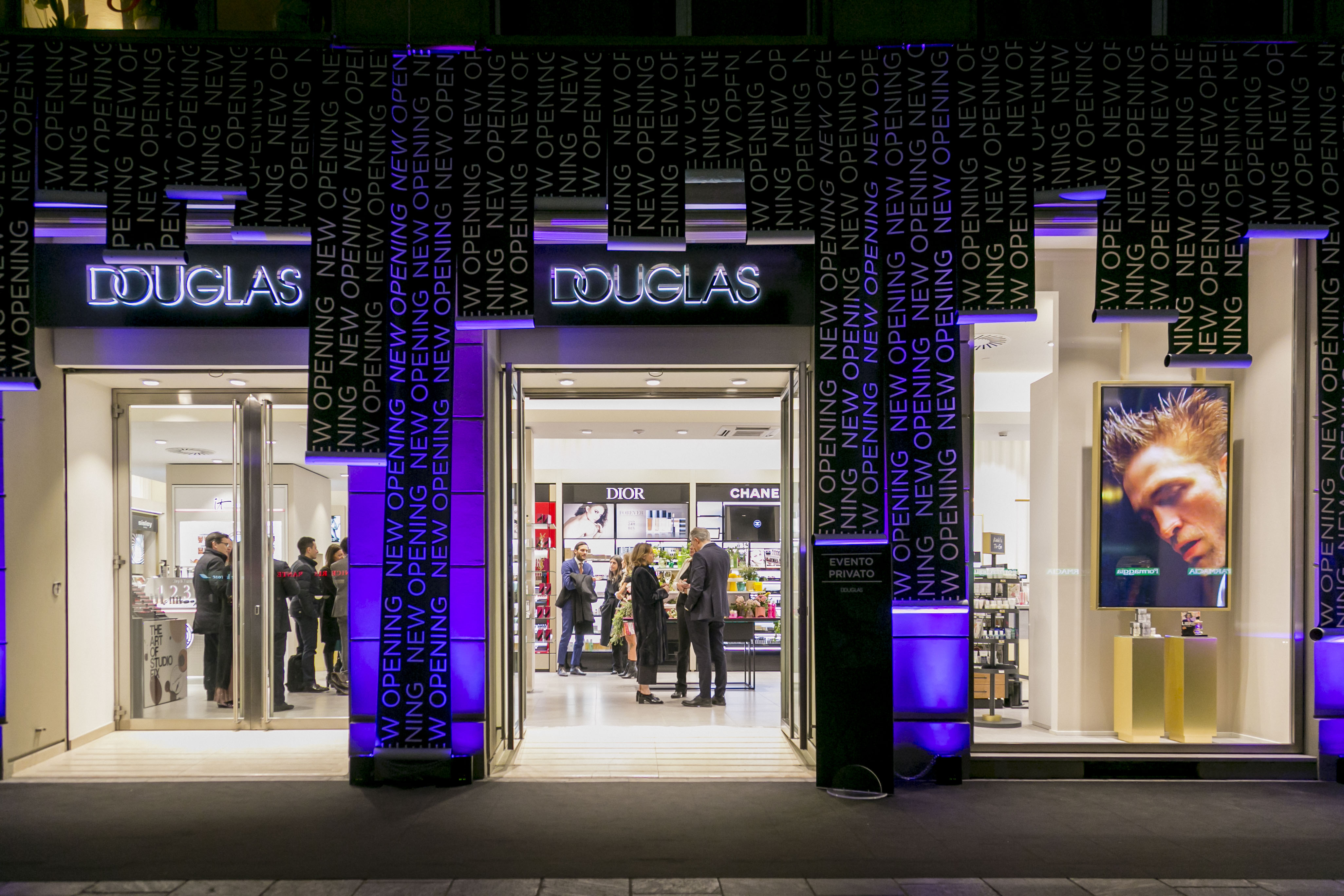 The revamped Douglas store in Milan.