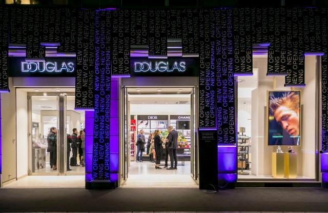 The revamped Douglas store in Milan.