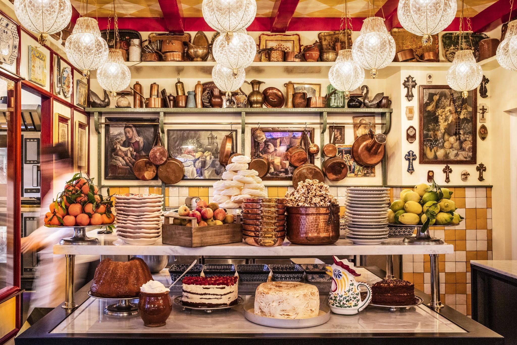 The pastry shop at the entrance of Libertino.