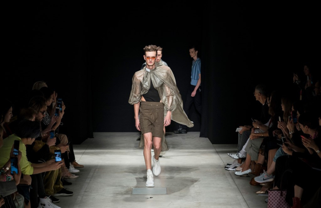"""A look from Han Wen's Fall 2020 collection staged at the """"China, we are with you"""" event in Milan."""