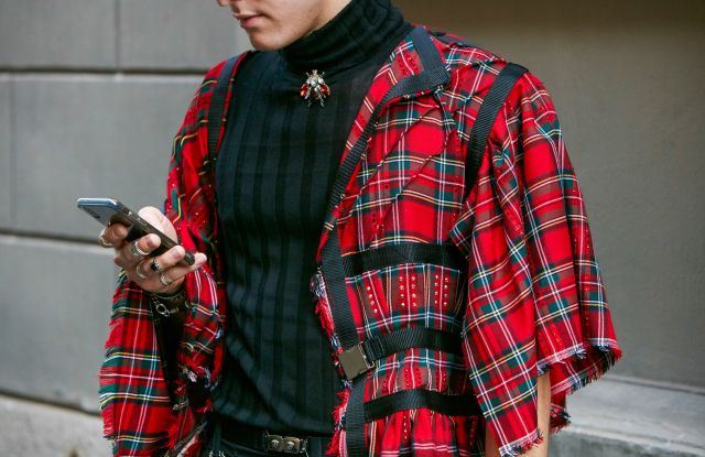 fashion week street style iphone
