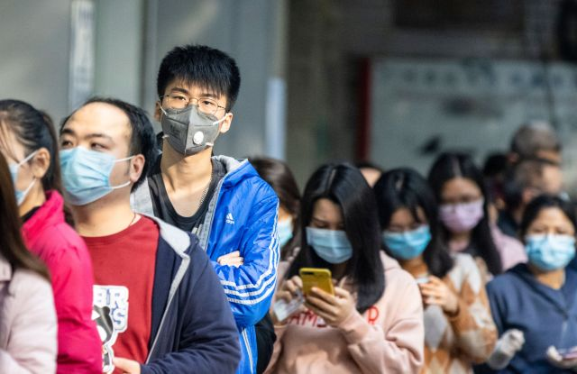 People in Guangzhou line up to buy masks.