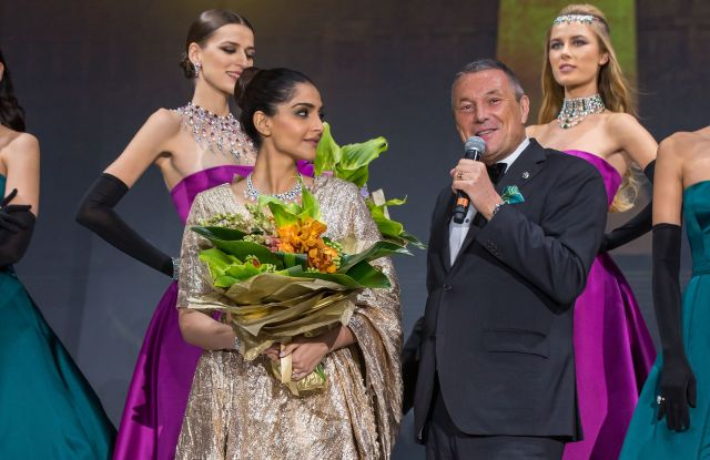 Sonam Kapoor with Jean-Christophe-Babin during the show for Bulgari's high-jewelry collection Jannah in Abu Dhabi.