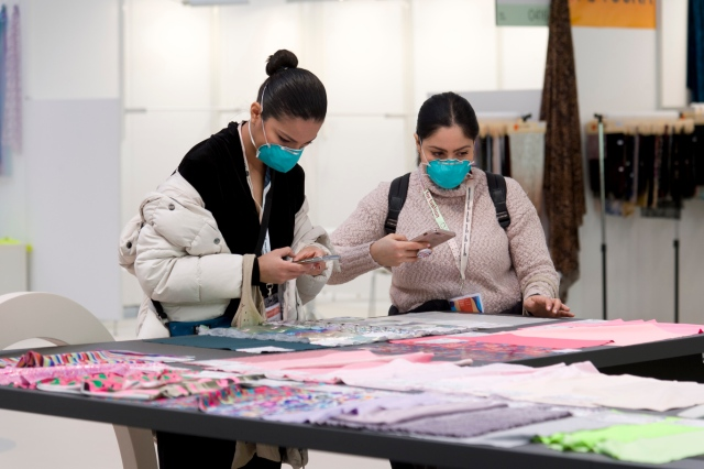 Most Texworld visitors chose to wear protective masks.