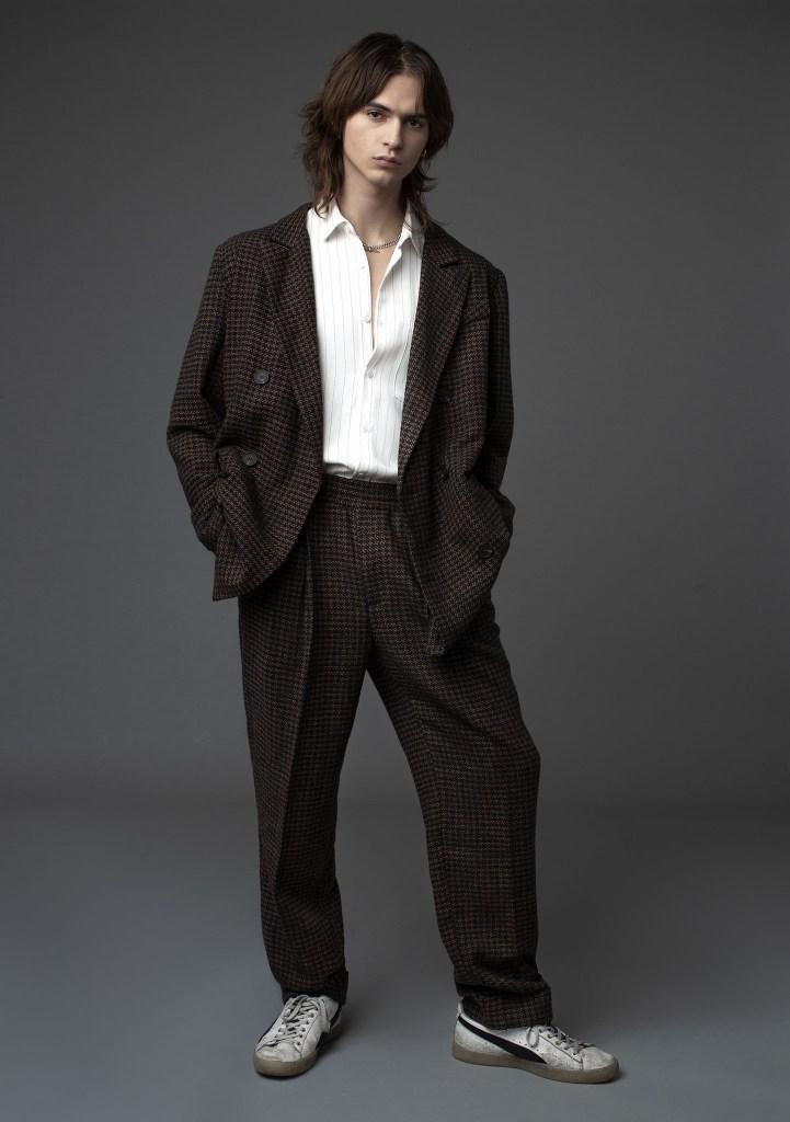 Onyrmrk's suit and shirt.