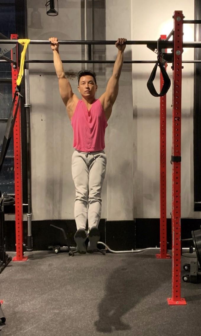 Prabal Gurung working out.