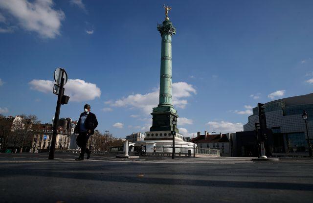 Man wearing a face mask in Paris during Coronavirus Outbreak