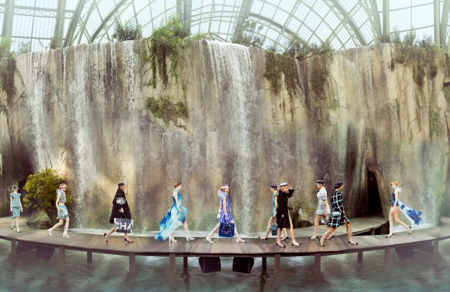 A photograph by Simon Procter from the Chanel rtw spring 2018 show