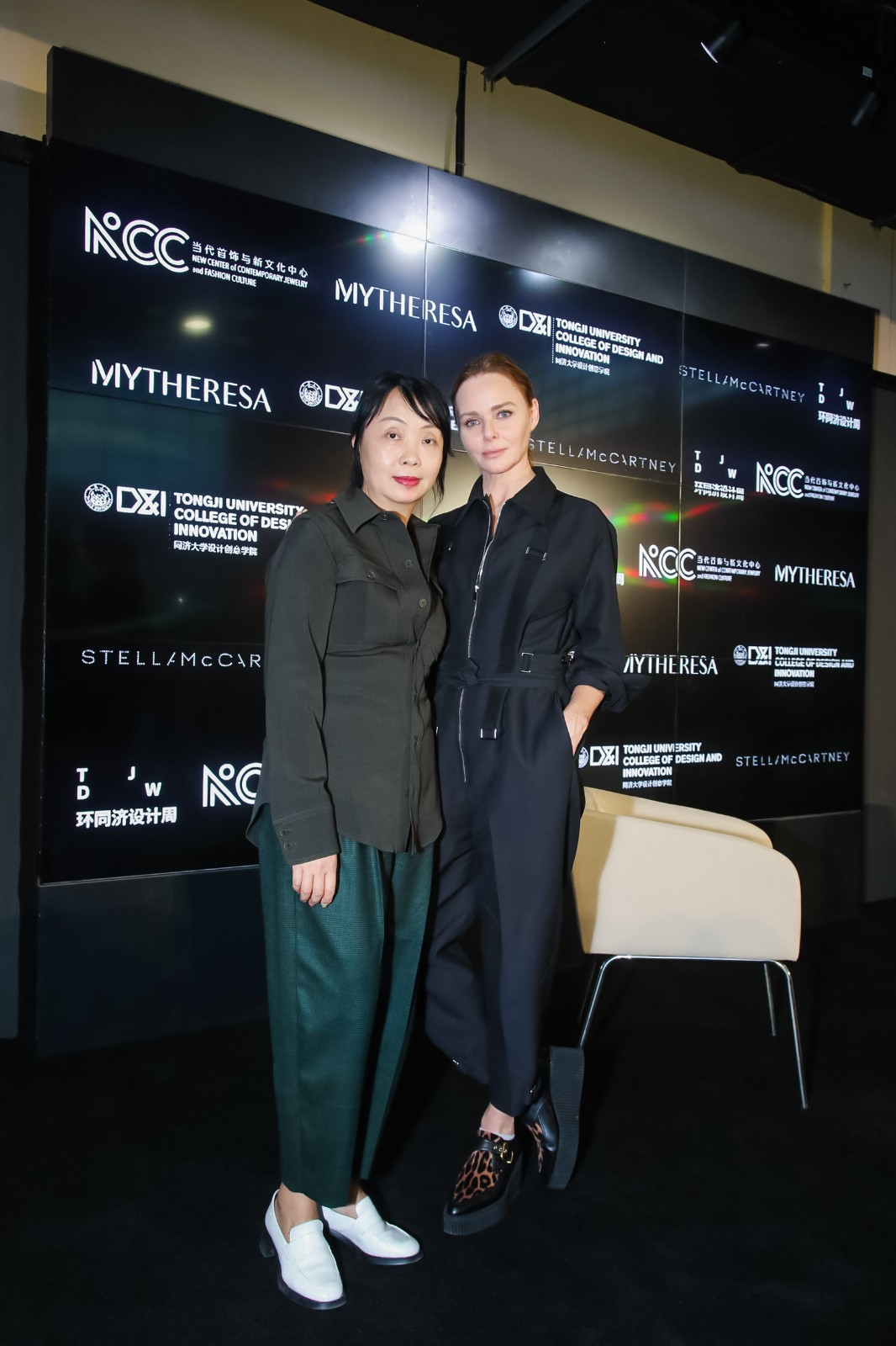 Shaway Yeh and Stella McCartney at a panel discussion hosted by Yeh during Shanghai Fashion Week.