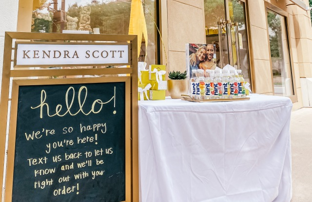 A Kendra Scott store in Texas currently offering curbside pickup.