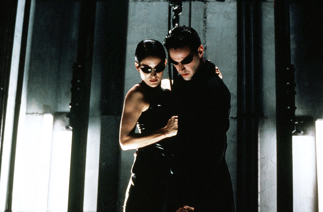 Editorial use only. No book cover usage.Mandatory Credit: Photo by Warner Bros/Village Roadshow Pictures/Kobal/Shutterstock (5886046ap)Carrie-Anne Moss, Keanu ReevesThe Matrix - 1999Director: Andy & Larry WachowskiWarner Bros/Village Roadshow PicturesUSAScene StillMatrix (La Matrice)