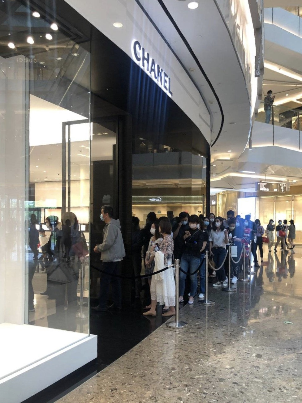 People were seen queuing outside Chanel during the labor day holiday in Shanghais IFC shopping mall in Pudong.