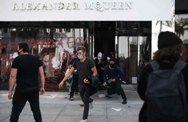 Looting Los Angeles