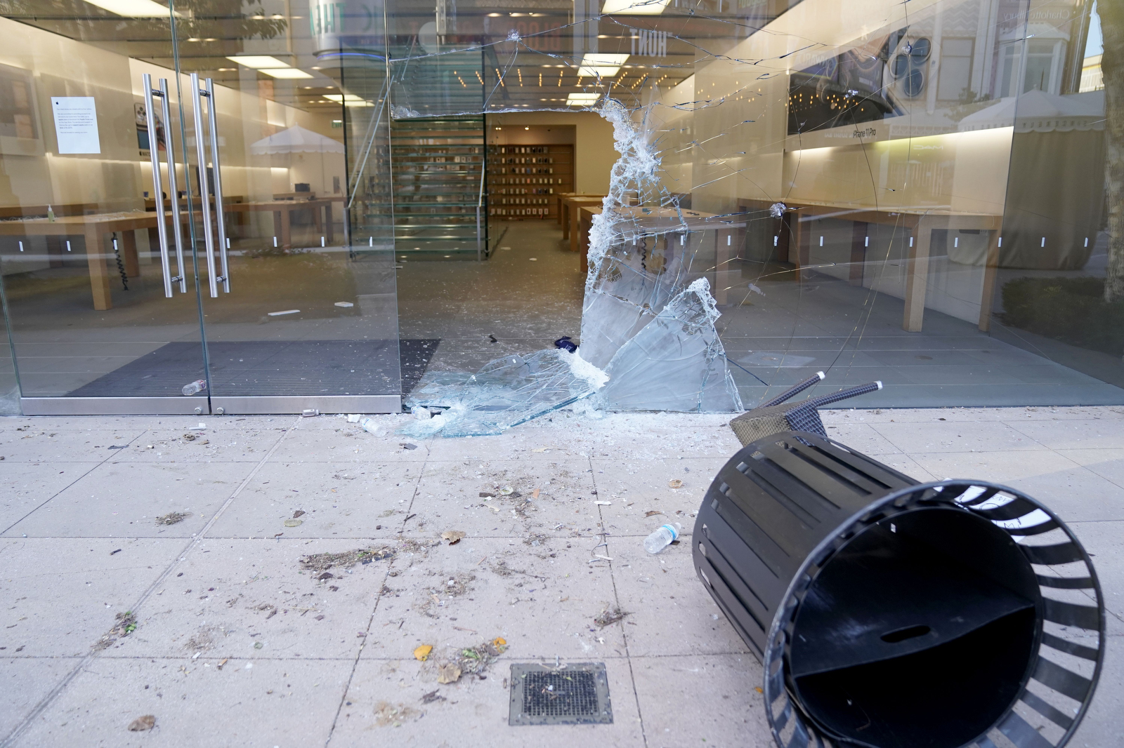 The Apple storefront at The Grove after the May 30 protests.
