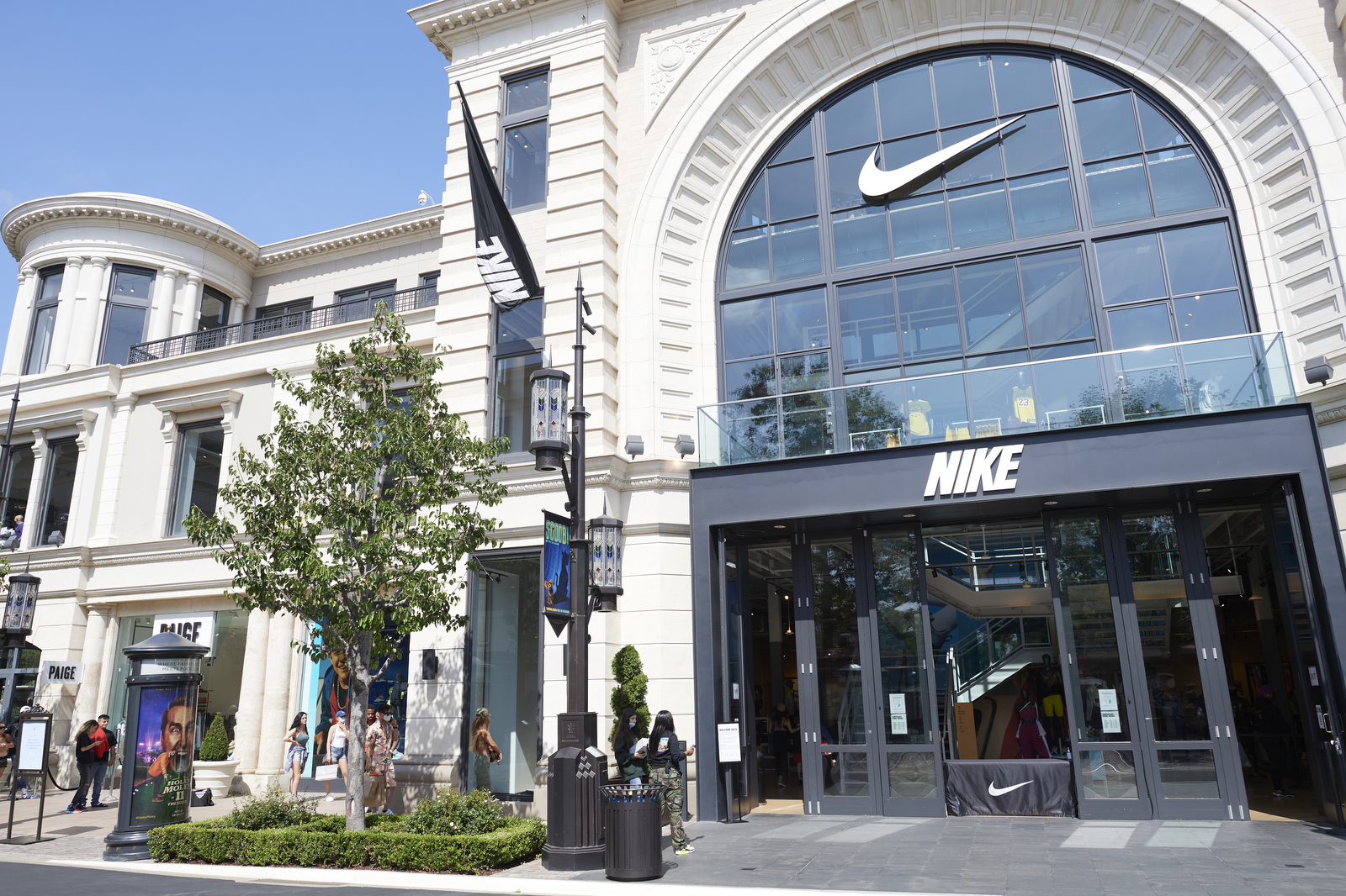 Nike draws a crowd at the reopened Grove.