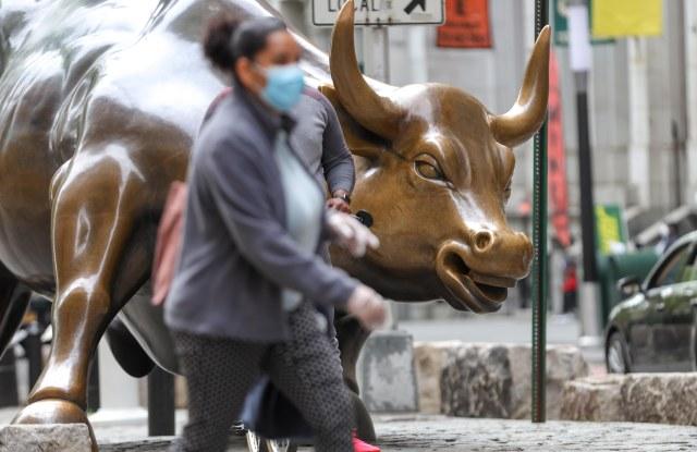 wall street bull person mask coronavirus
