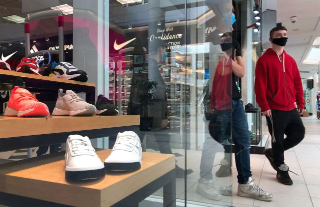 shopper with mask leaves nike store