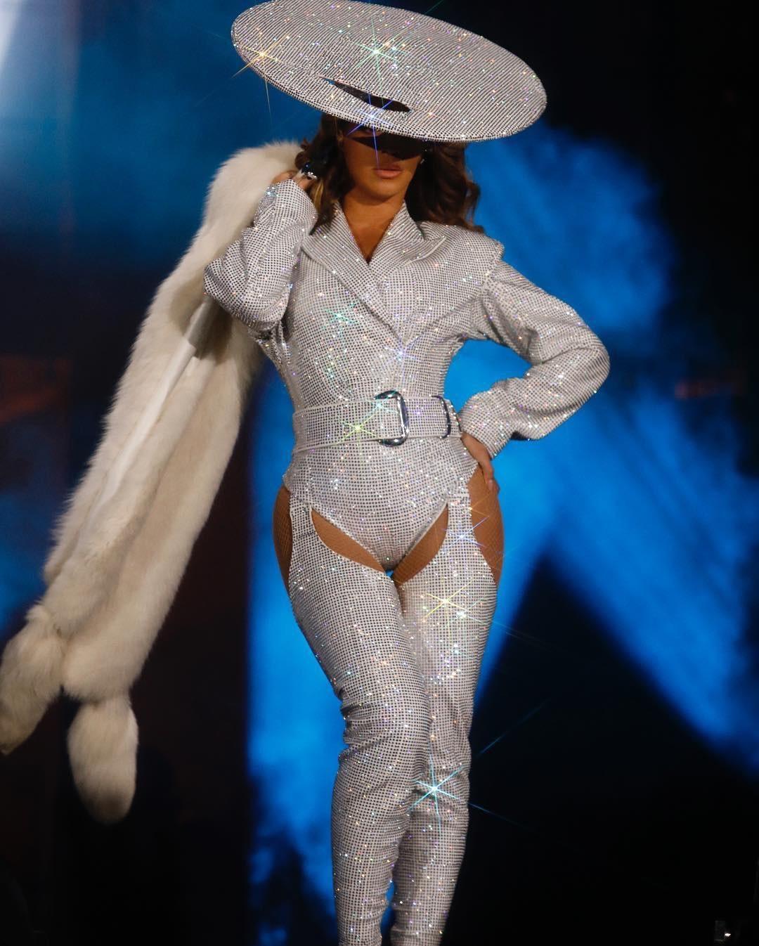 Beyoncé wearing a Mugler custom creation on her On the Run II Tour