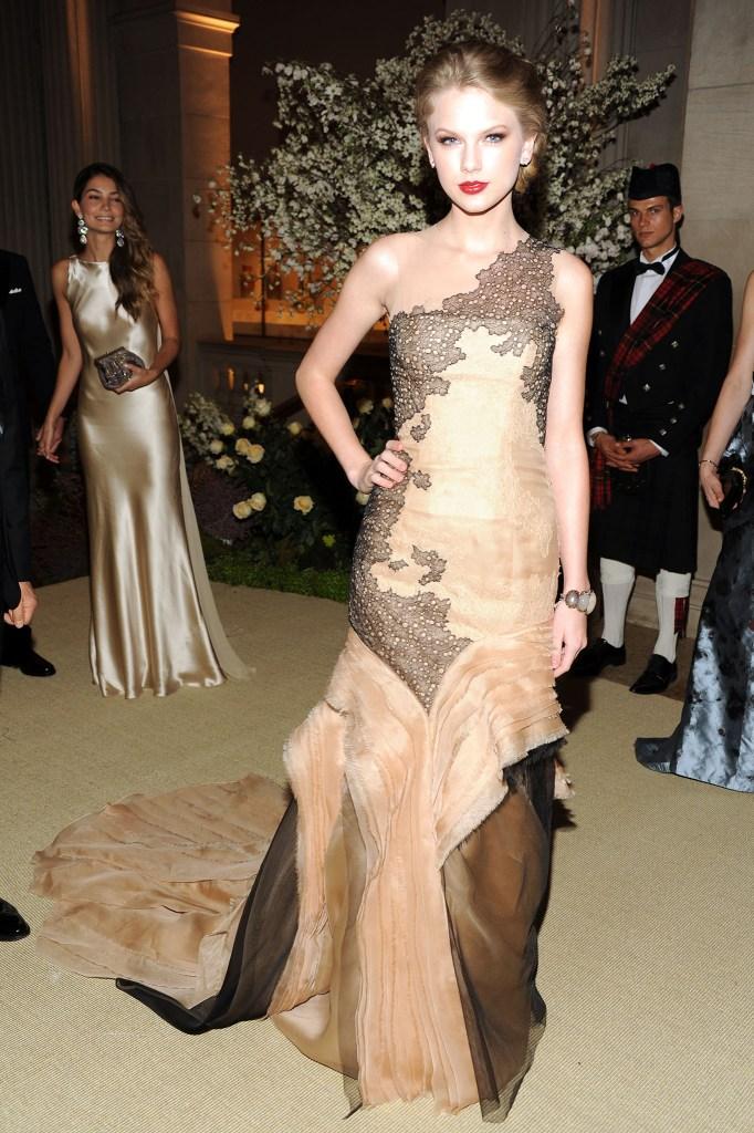 Taylor Swift attends the Metropolitan Museum of ArtÕs 2011 Costume Institute Gala featuring the opening of the exhibit Alexander McQueen: Savage Beauty. Swift wears J. Mendel.
