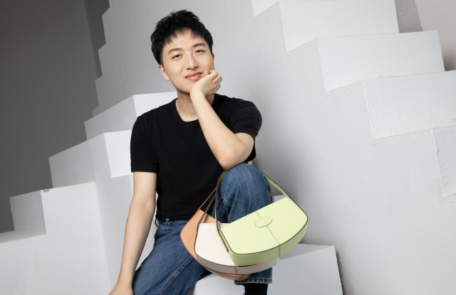 Chinese influencer Mr.bags carrying brand new Tod's bags co-developed with him.