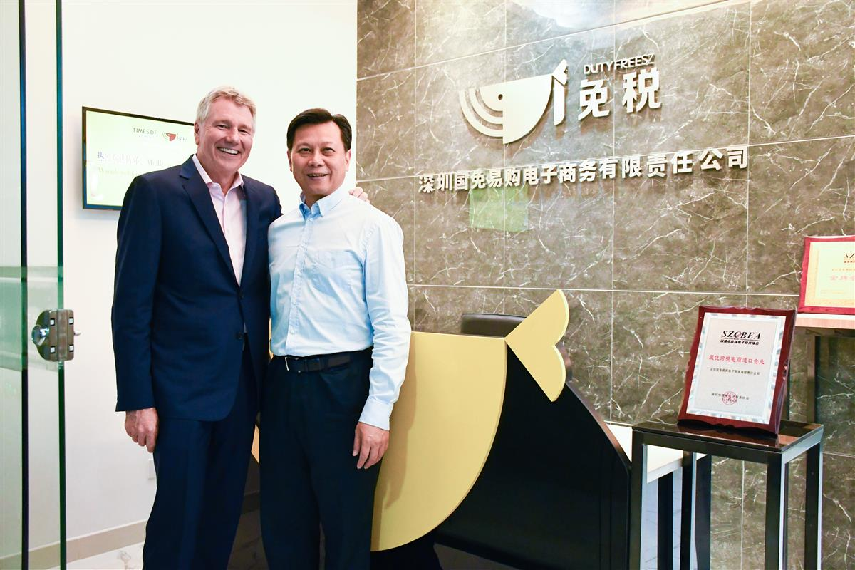 Ed Brennan, chairman and ceo at DFS Group with Shaoqun Chen, chaiman of Shenzhen Duty Free Group