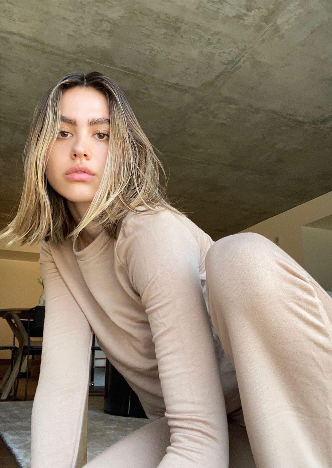 "Amelia Gray wearing them ""Kaia"" pant from Bleusalt."