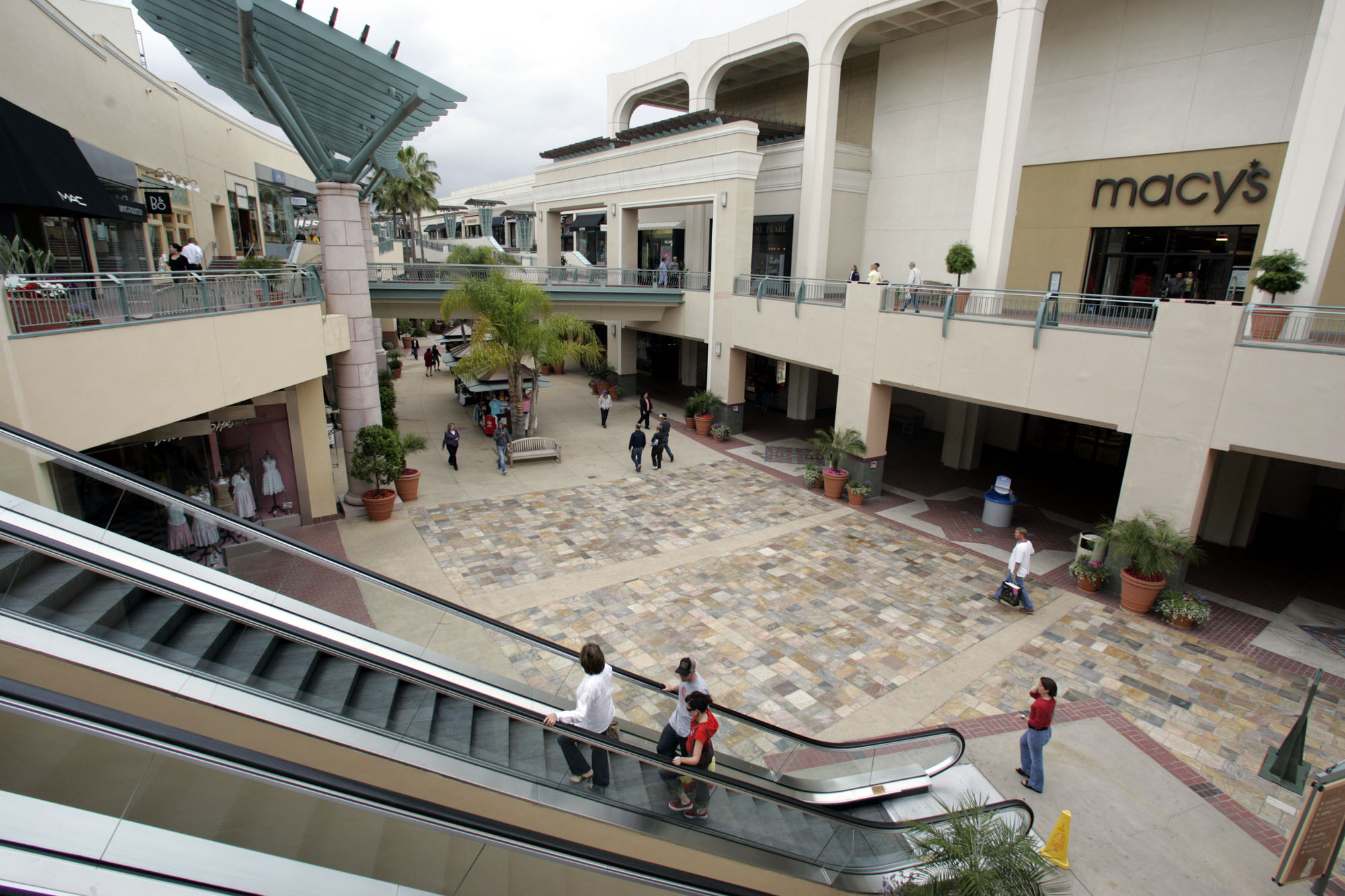 FILE - In this May 5, 2005 file photo, shoppers circulate through the Fashion Valley Mall, a Simon Property Group mall, in San Diego. The nation's largest shopping mall owner, Simon Property Group, on Tuesday, Feb. 16, 2010 made a $10 billion hostile bid to acquire its ailing rival, General Growth Properties. (AP Photo/Lenny Ignelzi, File)
