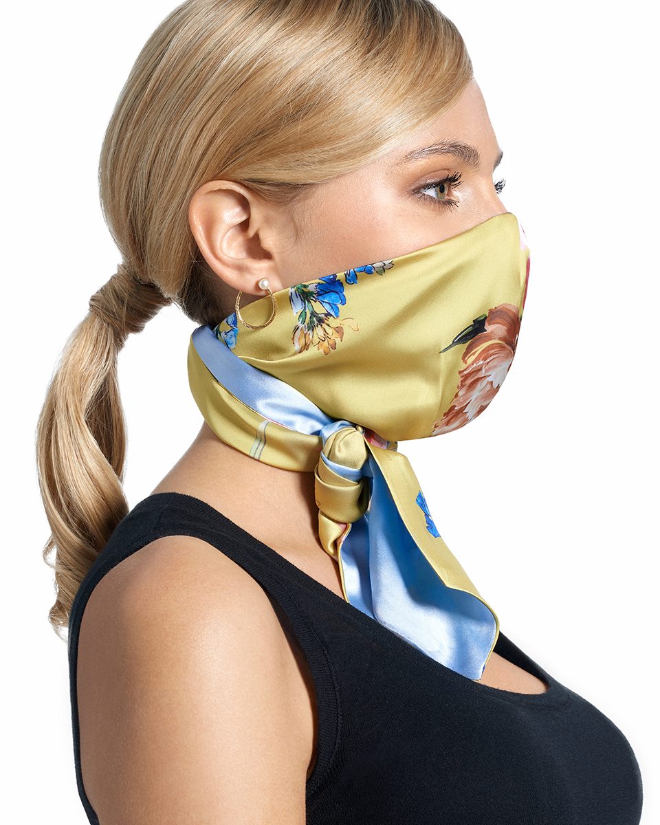 The face mask scarf hybrid by Bayland.
