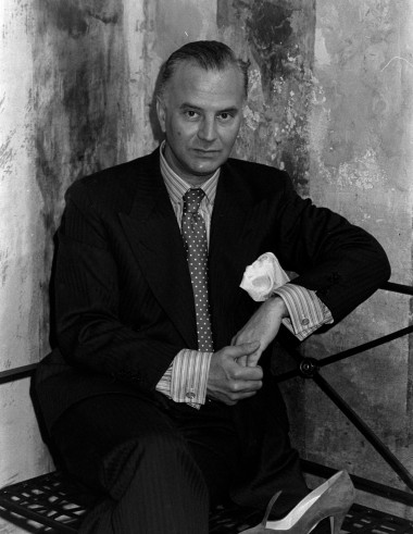 Designer Manolo Blahnik poses for pictures with new pump from his fall 1986 collection during during an interview with Women's Wear Daily.